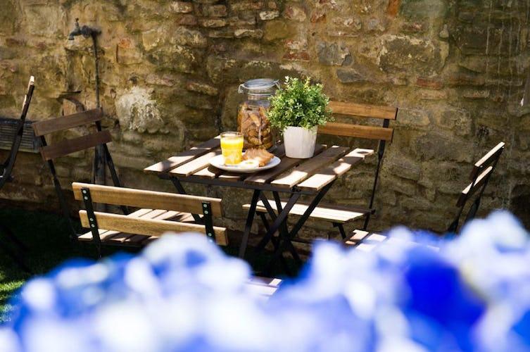 Casa Mia celebrates breakfast in the garden when possible