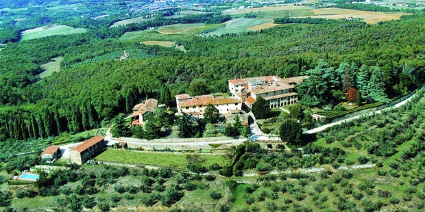 Rental apartments and villas at Castello di Montozzi near Chianti