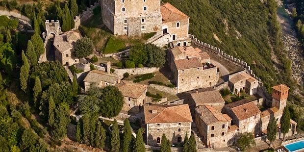 L'autentico castello del 13 secolo, trasformato in residenza turistica