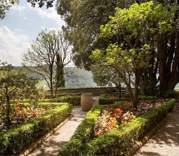 Castello Vicchiomaggio :: Splendid gardens in Tuscany