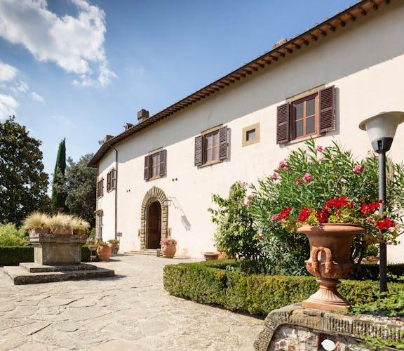 Castello Vicchiomaggio: architettura dall'inconfondibile stile classico toscano