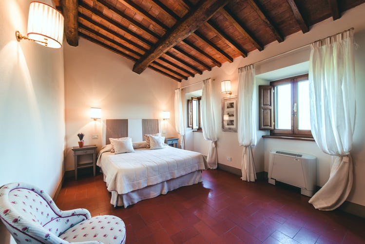 Castello Vicchiomaggio :: Bedrooms with TV and AC