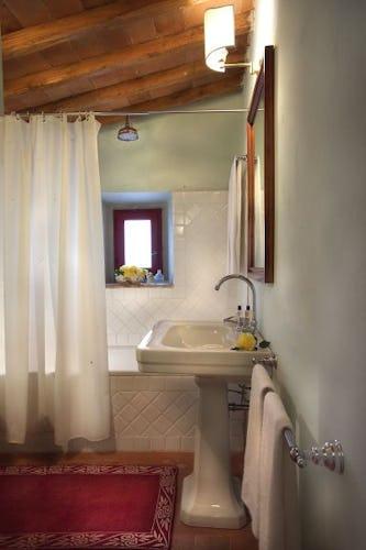I bagno sono ampi, un mix di stile classico e moderno