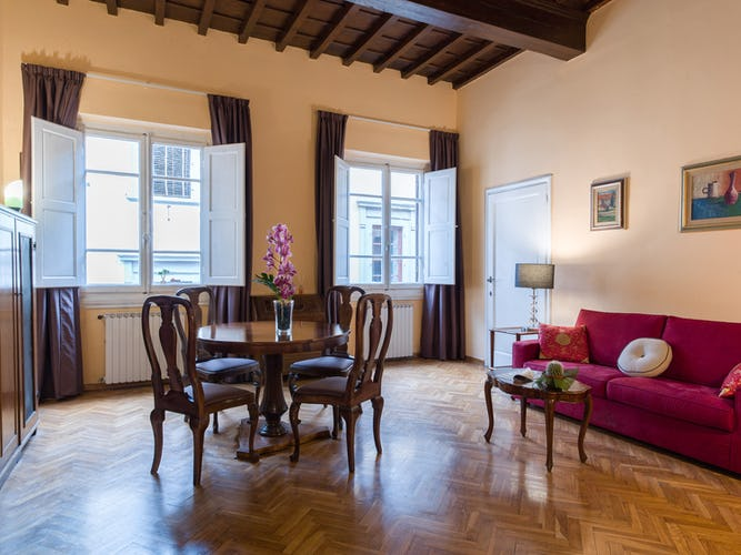Vintage style furnished apartments in Florence historical center
