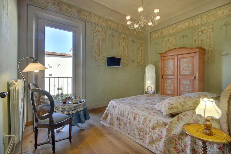 Cupido Vacation Rental Apartment in Florence, Italy: Romantic Decor