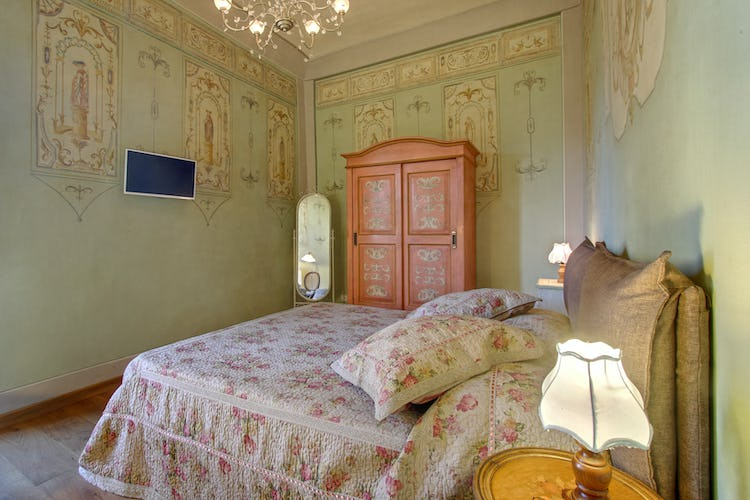 Cupido Vacation Rental Apartment in Florence, Italy: Country decor with family antiques