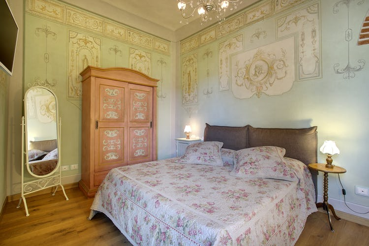 Cupido Vacation Rental Apartment in Florence, Italy: Authentic frescos