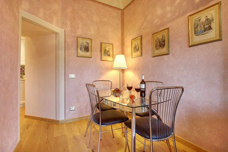 Cupido Vacation Rental Apartment in Florence, Italy: Dining room