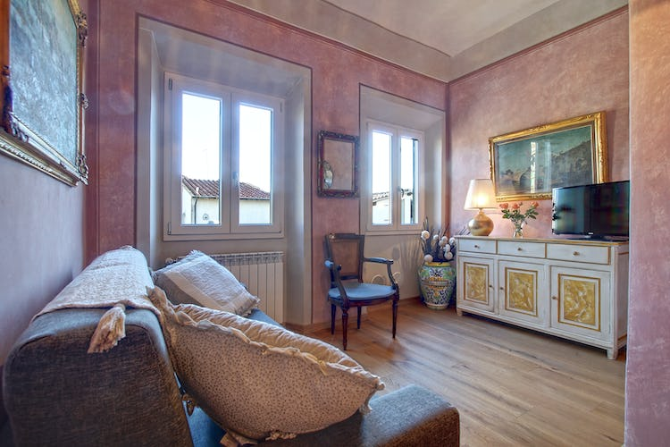Cupido Vacation Rental Apartment in Florence, Italy: TV and WiFi