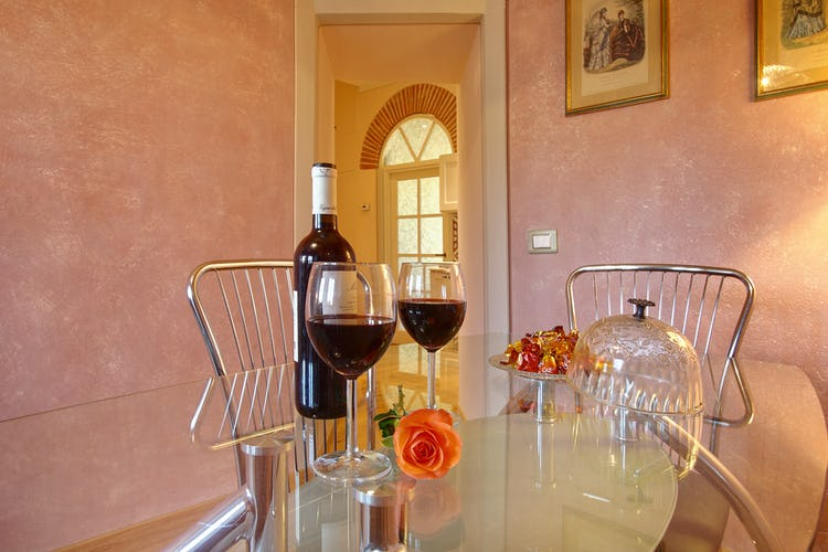 Cupido Vacation Rental Apartment in Florence, Italy: Eat at home or nearby restaurants