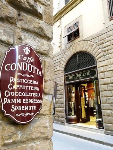 Per una vera colazione all'italiana, potrai approfittare del bar proprio sotto l'appartamento