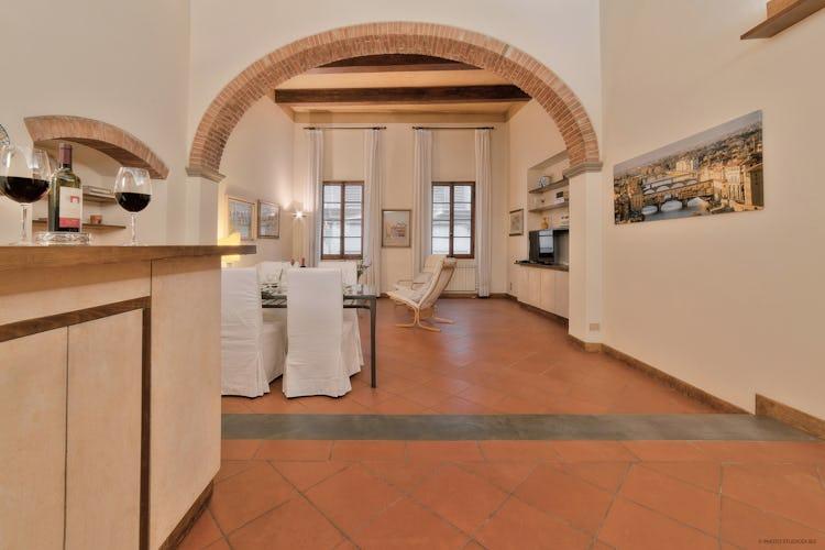 Dimora dei Cerchi - pavimenti in terracotta e mattoni a vista per un elegante e raffinato soggiorno in centro a Firenze