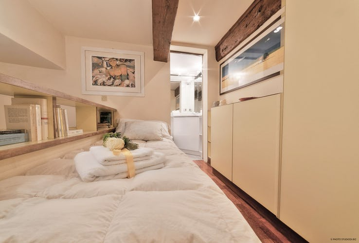 Dimora dei Cerchi: Single bedroom with bathroom