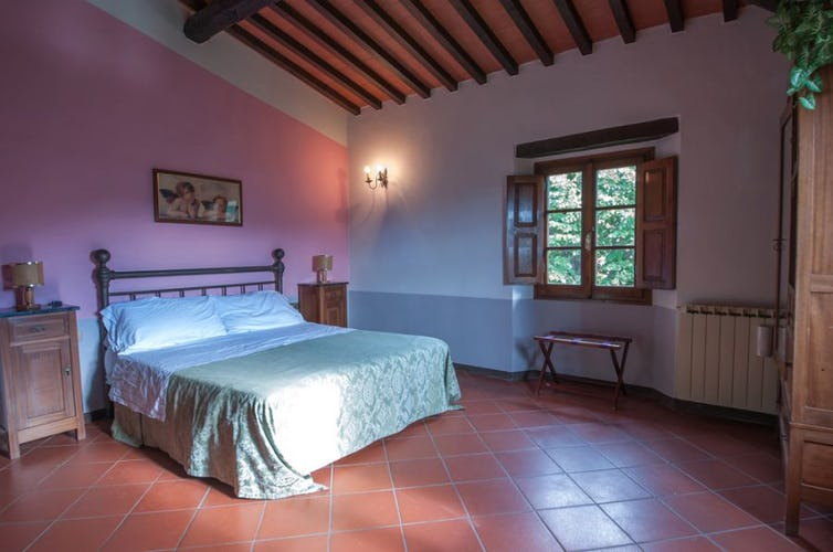 bedroom tuscany apartment