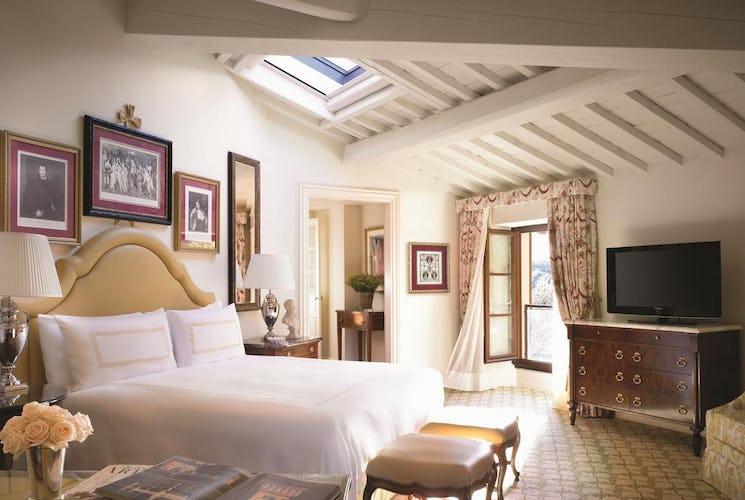 Four Seasons Hotel Firenze: Modern comforts, AC & free WiFi
