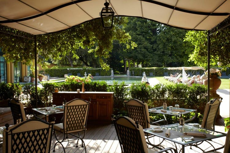 Four Seasons Hotel Firenze: Parking available on site