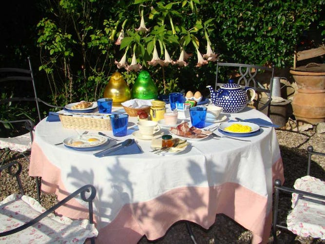 A hearty breakfast with home grown specialities awaits in the garden