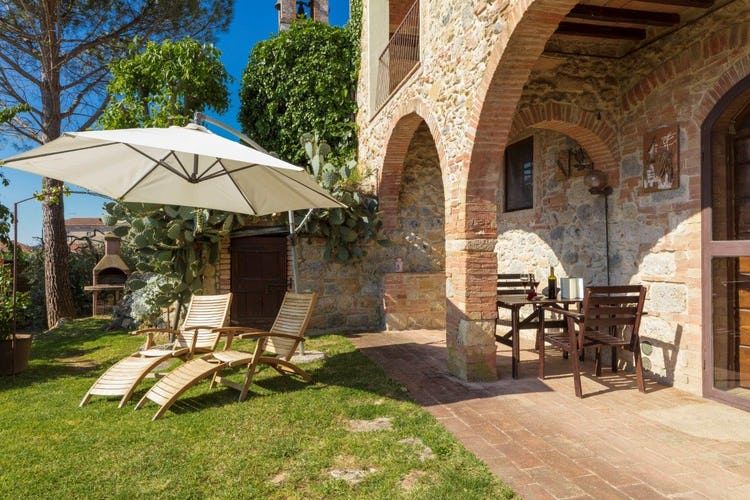 Giovanna Vacanze: Relaxing garden area