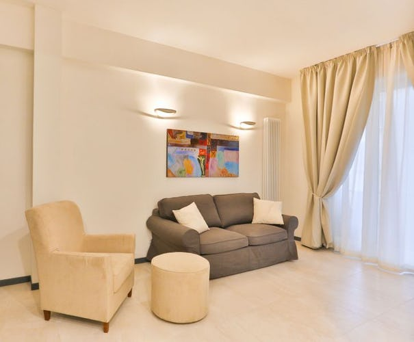 Golden Bridge Deluxe 3 Apartment in Florence lots of natural light