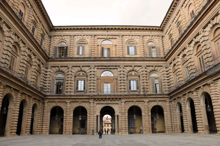 Golden Bridge Apartments located close to major Florence monuments