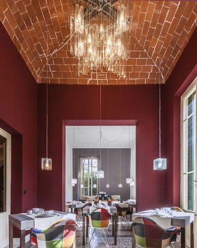 Una sintesi creativa di colori, luci ed architettura tradizionale
