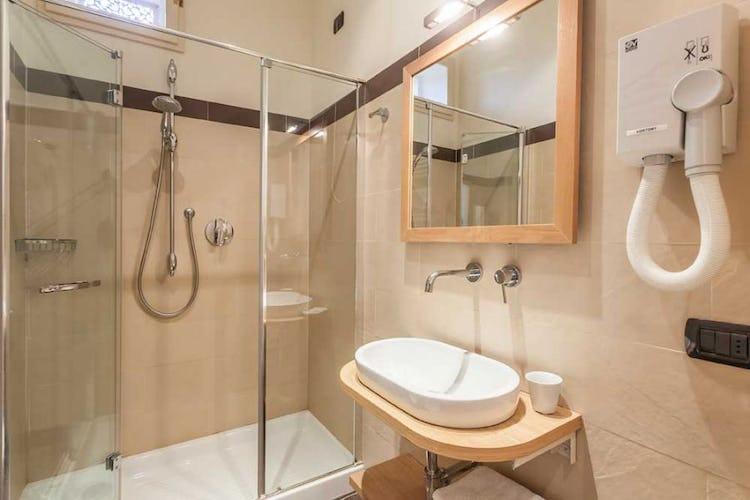 I bagni sono dotati di ampie docce ed arredo contemporaneo