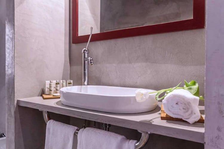 Ognuna delle 15 camere è dotata di bagno privato ed aria condizionata