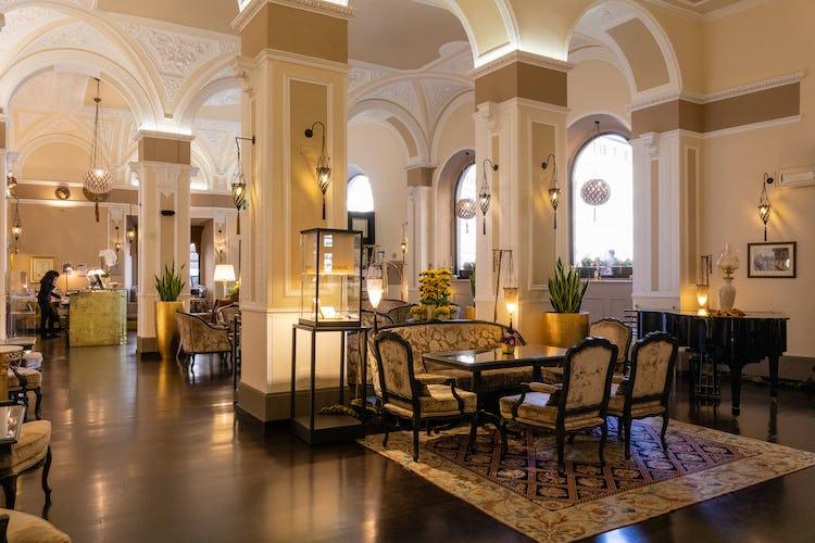 Hotel Bernini Palace - Lobby and sitting area