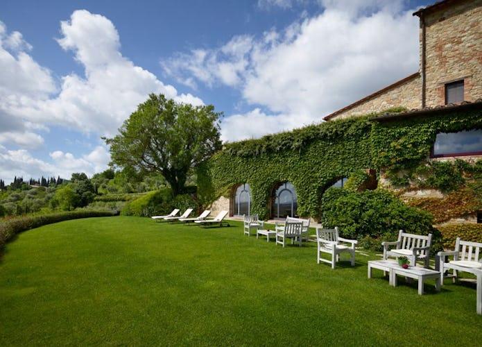 Il giardino, incantevole luogo per rilassarsi sdraiati al sole
