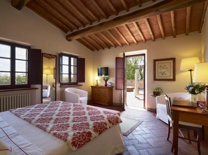 Le camere sono ampie ed alcune hanno il giardino privato