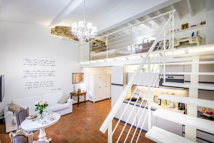 House of Books Firenze: appartamento con soppalco a vista e terrazza panoramica sulle meraviglie della città