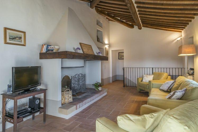 Villa I Cipressini: arredo in tipico stile toscano con pavimenti in terracotta