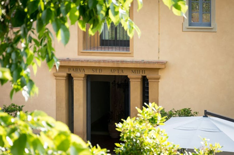 An elegant & comfortable setting ideal for relax & enjoying Tuscany