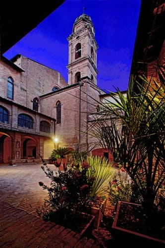 The monastery courtyard at il Chiostro del Carmine