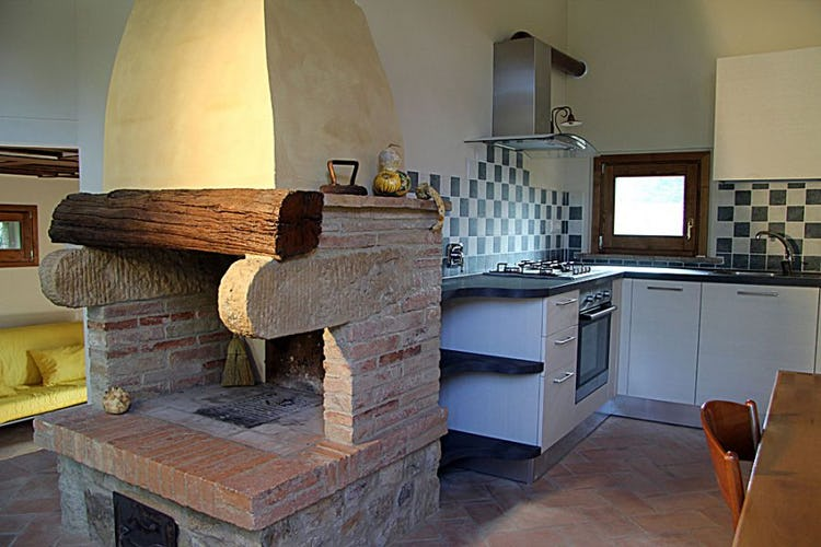 A fully functional fireplace, stove and refrigerator at Il Corbezzolo