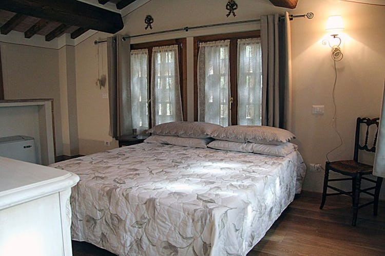 Luminous double bedroom for two at Il Corbezzolo