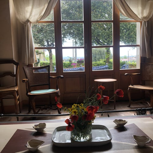 Le finestre del pianterreno di aprono sul giardino