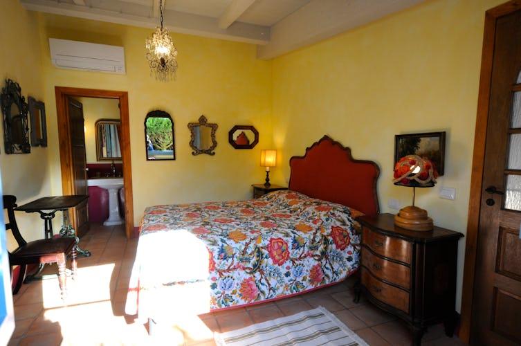 La camera dell'appartamento nel Chianti, molto lumionosa