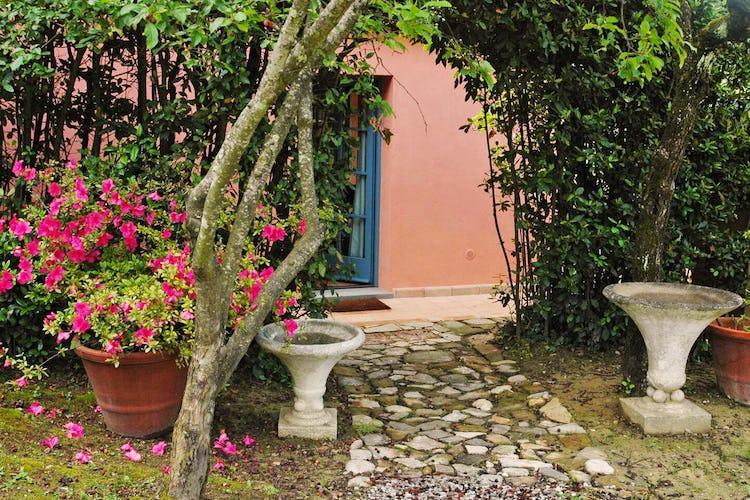 Una vacanza nel Chianti significa anche rilassarsi all'aria aperta leggendo un bel libro