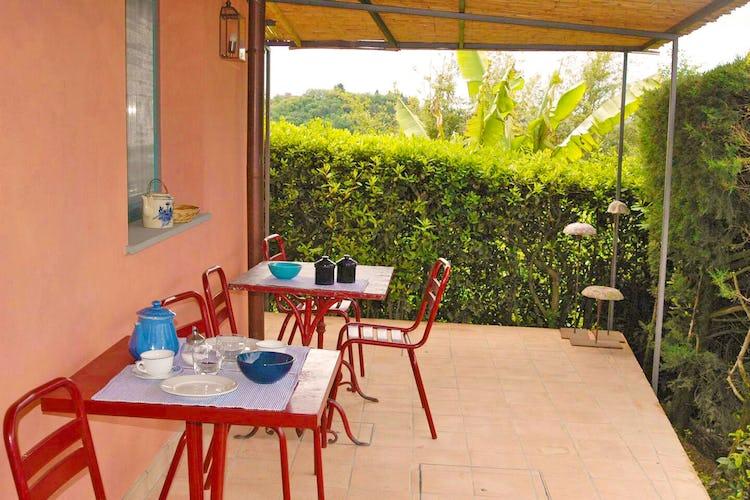 La veranda all'esterno dell'appartamento, per godere della bellezza del paesaggio del Chianti