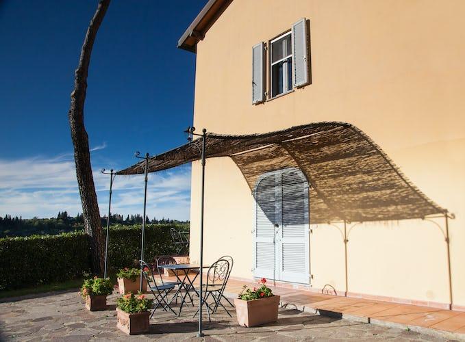 Relax sotto il sole di Toscana, con vista sulle meraviglie naturali che circondano la rinomata località di Certaldo