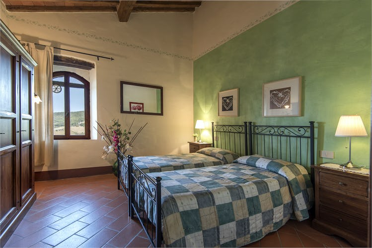 La Rocca di Cispiano - A Genuine Tuscan Farmhouse & Vineyard