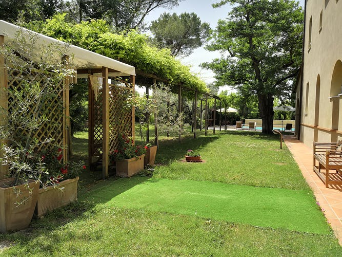 La Villa con gli Archi consists of a main villa with 4 bedrooms & a cottage for up to 4 persons