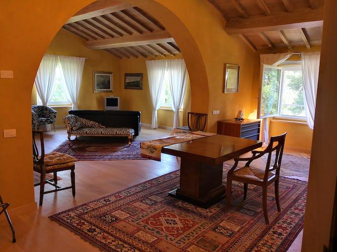 La Villa con gli Archi offre ai propri ospiti tre parcheggi coperti