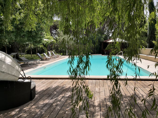 La Villa con gli Archi villa rental features a saltwater pool with loungers, tables & a BBQ