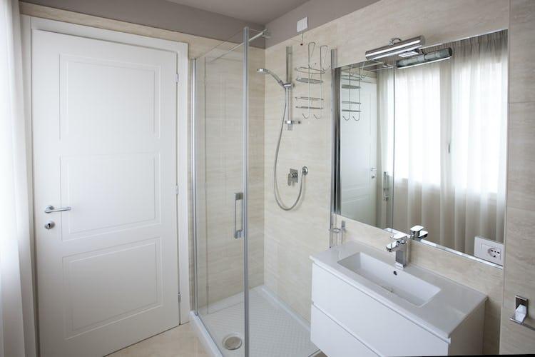 Le Dimore del Borgo: i bagni privati sono molto ampi e sono stati dotati di arredo moderno