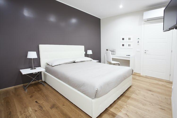 Le Dimore del Borgo: camera da letto con pavimenti in parquet