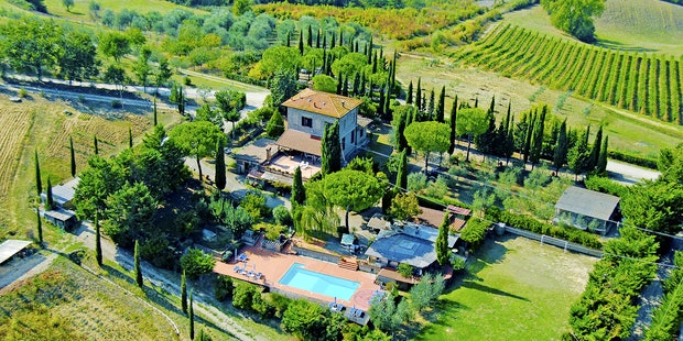 Explore the Tuscan countryside and the beauty of Macinella Apartments