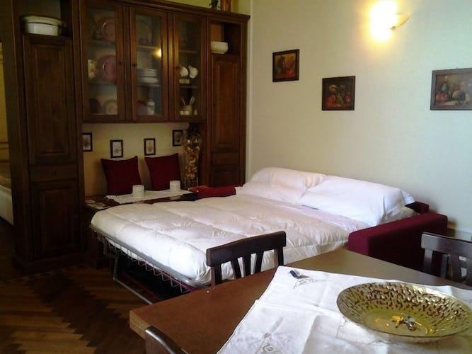 Il soggiorno con il divano letto colorato