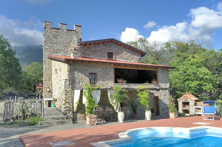 Montecastello - Portico & Piscina